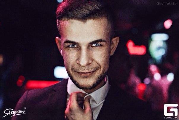 Ведущий Андрей Волвенкин. #командаPlehanovBar - -jhrBDPFhkE