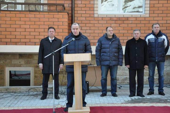 В Зеленчукском районе пограничники получили ключи от квартир в новом многоквартирном доме