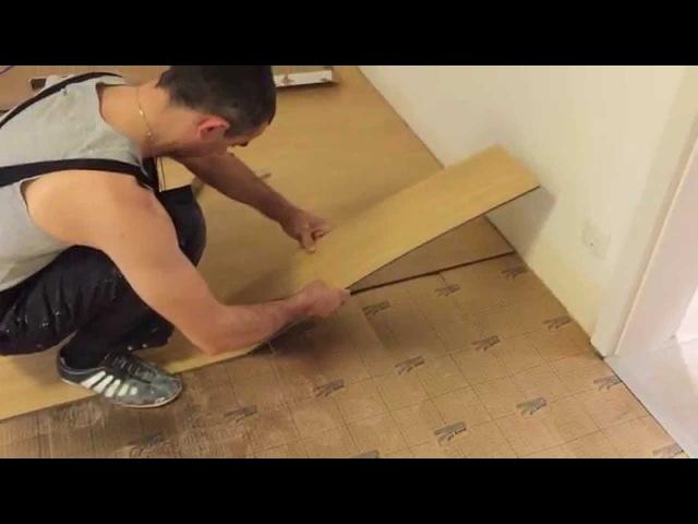 Укладка винилового полового покрытия