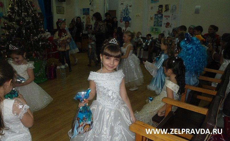 В Кардоникской детской школе искусств прошел Новогодний праздник для учащихся