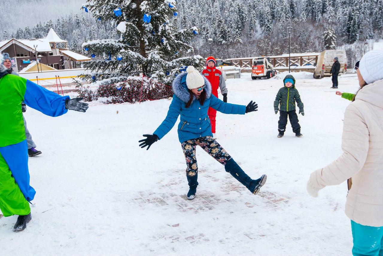 На дни Новогодних праздников для всех посетителей курорта «Архыз» приготовлена увлекательная праздничная программа