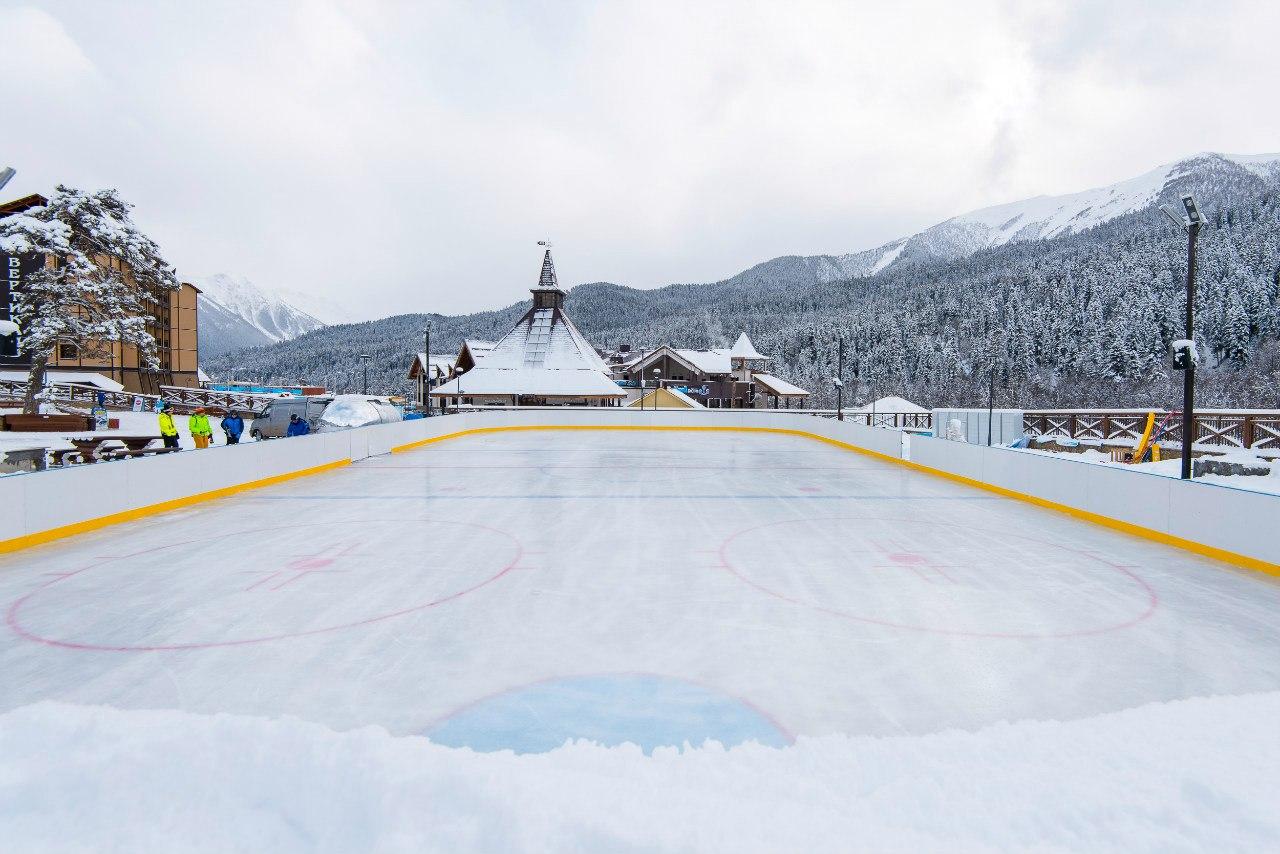 В туристической деревне Романтик курорта «Архыз» заработала открытая ледовая арена