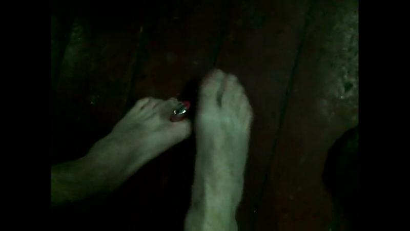 Как подкурить ногами?.3gp