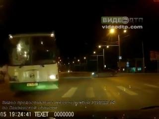Опубликовано видео столкновения двух автомобилей и автобуса №54 в Пензе | ДТП авария