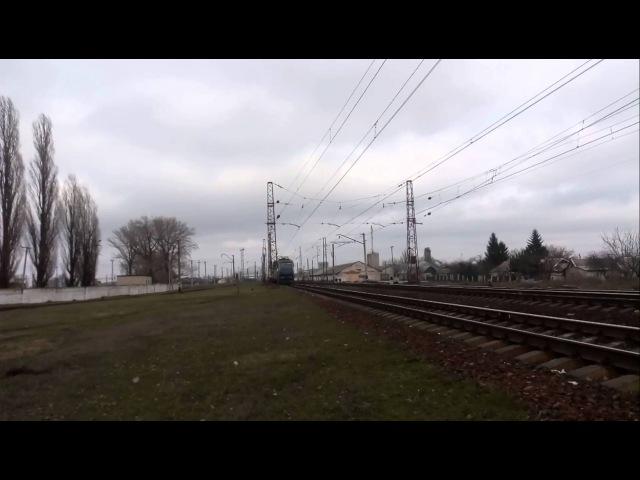 Электровоз ЧС7-293 с пассажирским поездом Днепропетровск-Трускавец вылетает со станции