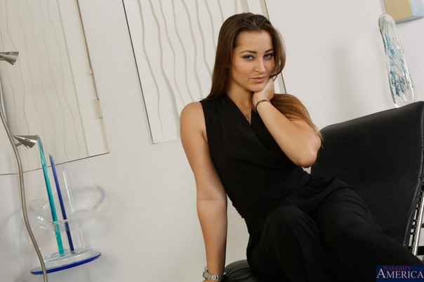 Dani Daniels - Naughty Rich Girls