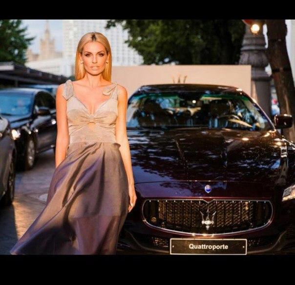 Александра Савельева в платье Laroom из подиумной коллекции. #laroom #dress #sty...