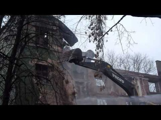 девочка и летящие кирпичи при НЕзаконном сносе Дома