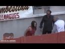 Действие полиции во Франции во время атаки противницы корриды.