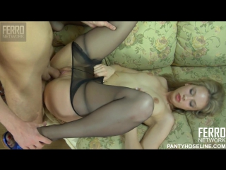 Хрупкая русская блондинка устроила секс-релакс своему парню
