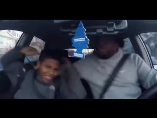 Отец слушает музыку в машине! До слёз!