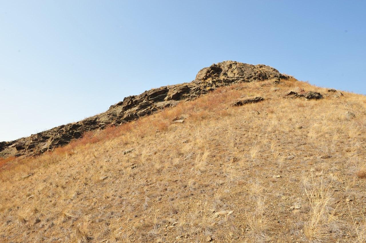 Скалистая гряда на вершине горы Ищумган