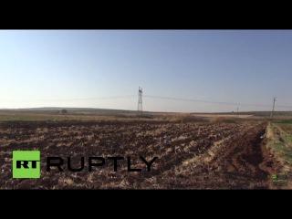 Турция: Дым поднимается над сирийской границе после турецкая армия забастовку боевики.