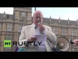 Великобритания: Про-ПР активисты протестуют против «несправедливого» системы голосования вне парламента.