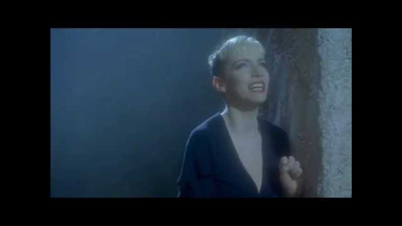 Annie Lennox - Every Time We Say Goodbye (Edward II scene)