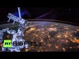 Площадь: Ремонтно-бот МКС Декстр photobombs покадровой кадры на Ближнем Востоке.