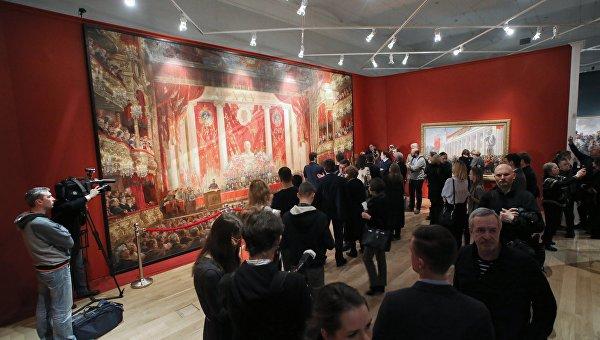 Министр культуры открыл в Москве выставку любимого художника Сталина