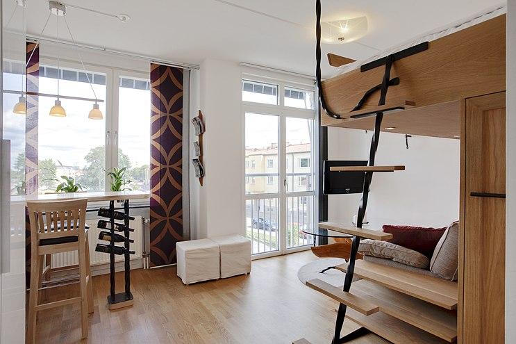 Интерьер небольшой квартиры 24 м с кроватью-чердаком.