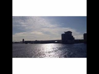 @felicity_mt on Instagram: Шум ветра и волн, и та самая синяя будка в финале.. Кардиффский залив!