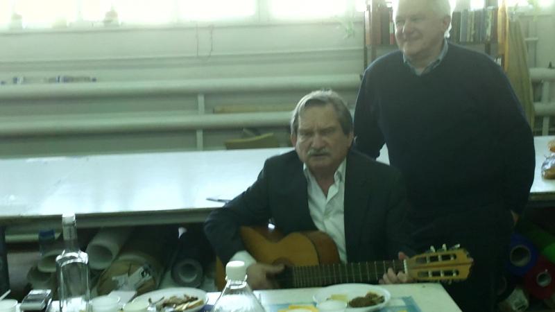 Ветерани дельтапланеризму співають.
