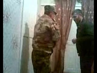 [Нетипичный Кавказ 18+] Мужик решил научить чеченца драться_)