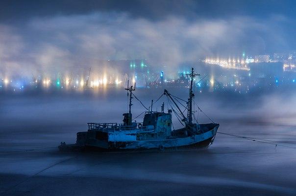 Фото дня. Замерзший Кольский залив.