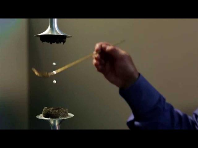 Звуковая Левитация. Капли воды висят в воздухе.