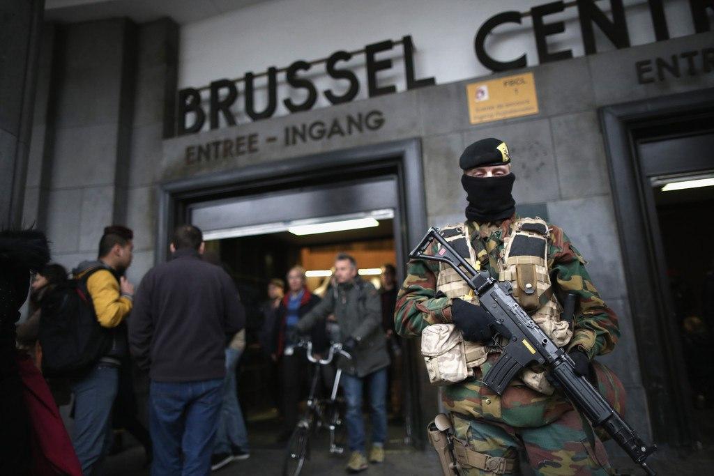 Armée Belge / Defensie van België / Belgian Army  - Page 2 EelQoczSPeA