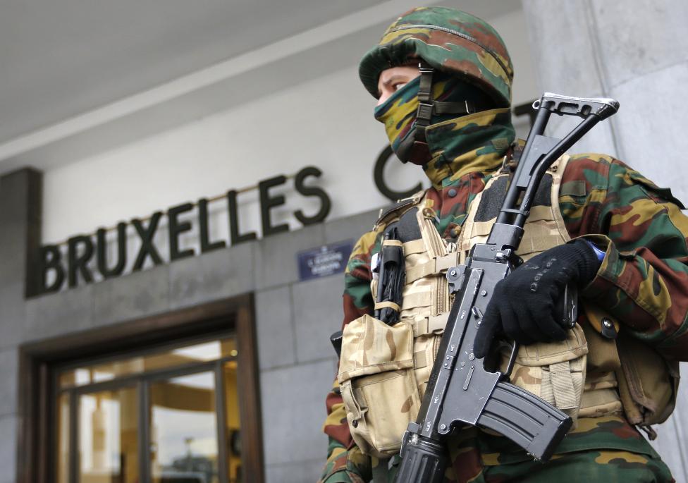 Armée Belge / Defensie van België / Belgian Army  - Page 2 LU9DP8iRPnc