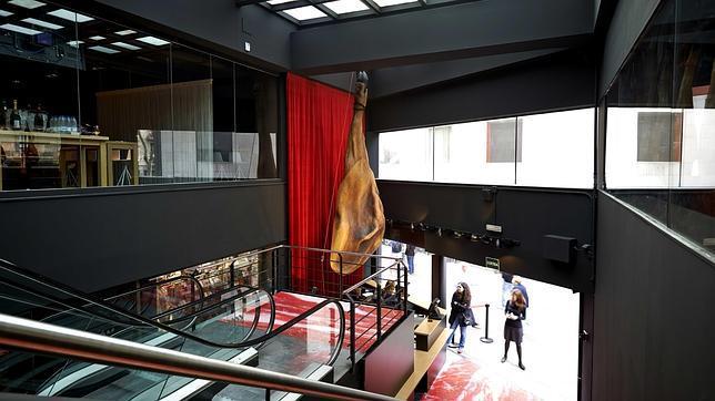 Испанец Энрике Томас откроет первый в мире музей хамона