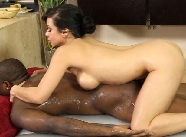 Негр пришел на массаж с сексом