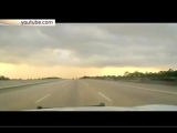 Огромная молния ударила в дорогу прямо перед автомобилем  Размер 1.54 Mб Код для вставки в блог     Видеорегистратор полицейско