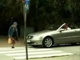 Бабушка переходит дорогу...)))))