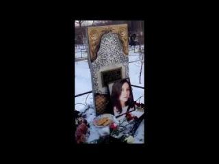 Видео с могилы Рины Паленковой ня.пока.