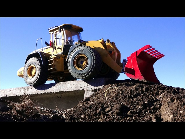 RC ADVENTURES - WiLL iT TiP 45lb Wheel Loader Builds a Dirt Ramp