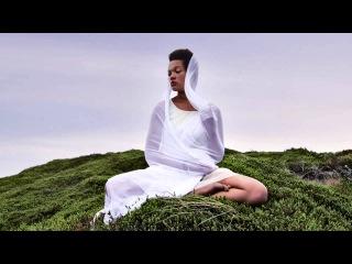 Gayatri Mantra // Yoga Meditation - 108 times, peaceful chanting by Julia Elena