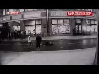 ✔ ОСОБОЕ МНЕНИЕ:  Лихач на БМВ сбил девушку в центре Москвы и скрылся с места ДТП
