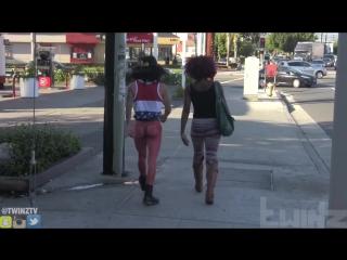 Человек гуляет голым /TwinzTV/ MAN Walks Around the HOOD NAKED!!!