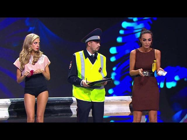 Камеди Вумен - Авария с участием двух девушек