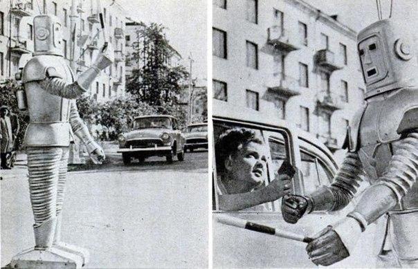робот-гаишник робот-гаишник, москва, рсфср, ссср. лето 1967 года.робот, которым в 1967 году планировалось заменить сотрудников гаи на дорогах для управления транспортным потоком, предполагалось