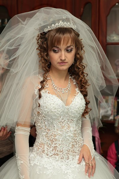 Продам весільну сукню.НЕДОРОГО.За деталями пишіть