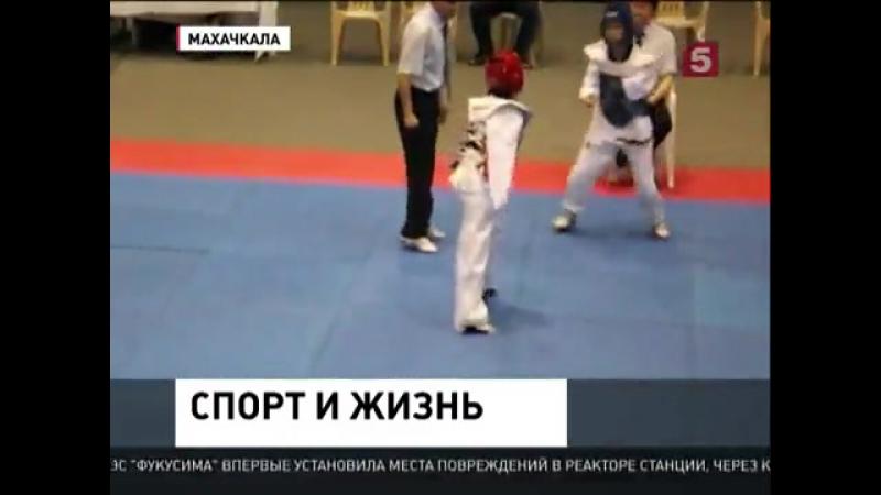 Сакинат Магомедова Спортсменка без рук помогает развивать боевые искусства