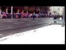 Военный парад в честь дня независимости с комментариями сотрудника пожарной служ.