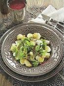 Фото рецепта: Салат с перепелиными яйцами и брынзой