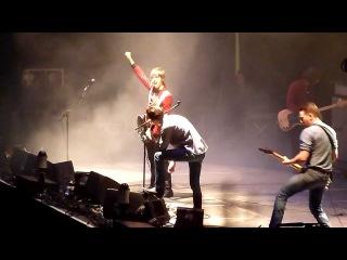 Arctic Monkeys feat Miles Kane - 505 (live@London O2 - 29 october 2011)