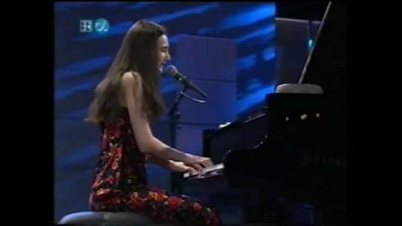 GERSHWIN: It ain´t necessarily so - Aziza Mustafa Zadeh live Burghausen 2002