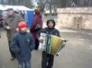 Поют дети.уже 21 векВот такой талант у этих маленьких бродяг.1