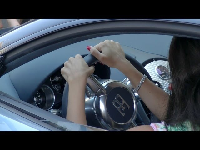 Girl driving Bugatti Veyron gives 500€ to the valet