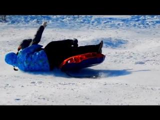 Как я и Катей катались с горки на лыжной базе.