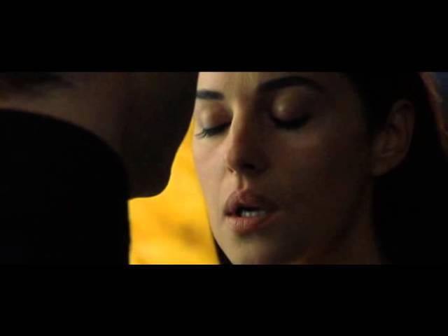 Поцелуй Моники Белуччи и Киану Ривза.Матрица